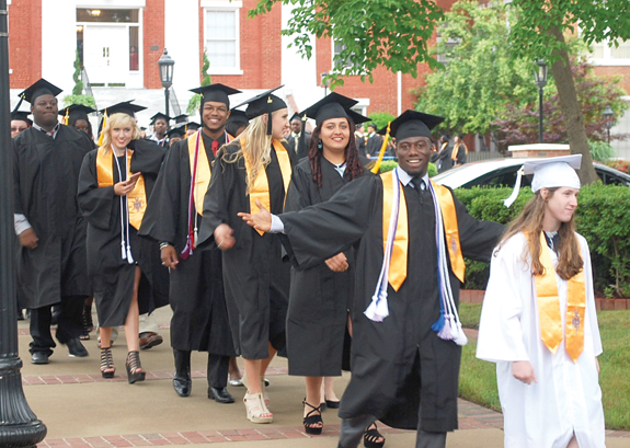 <i>More than 160 associate degrees conferred at LC</i>