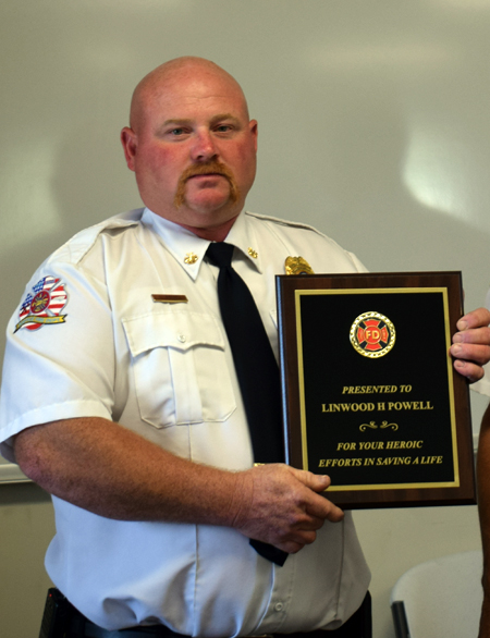 <i>Justice honors fire chief's heroism</i>
