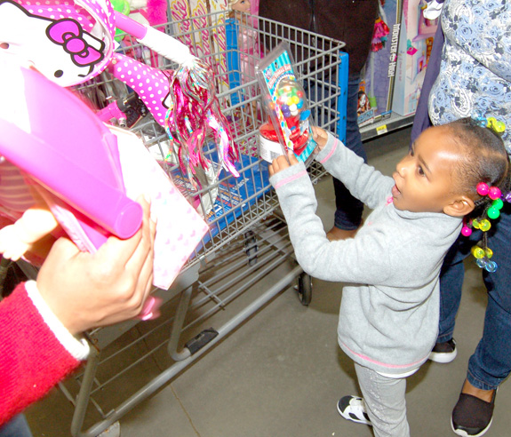 <i>Shoppin' for smiles! pics, 2</i>
