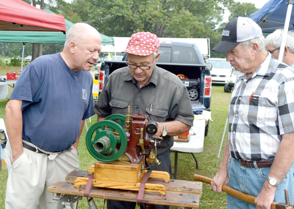 <i>Vintage tractors and much more at Justice show</i>