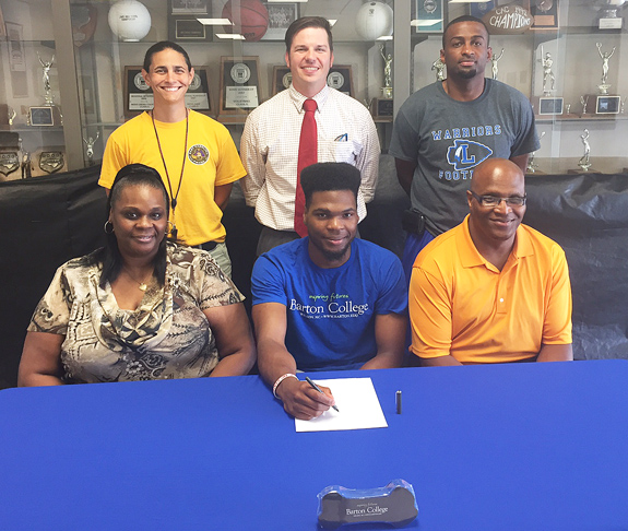 Scoggins Heads To Barton